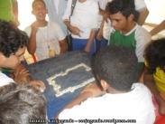 27. Estudiantes jugando dominó