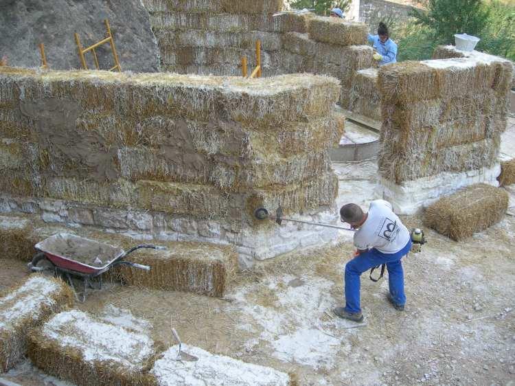Etapas iniciales de la Bioconstrucción - Bloques de heno y argamasa sin cemento