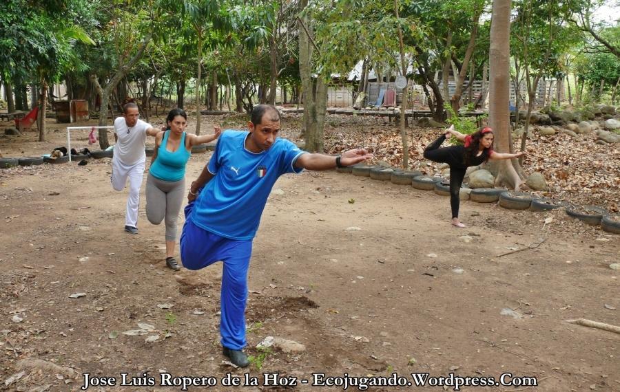 Lecciones de yoga en la Escuela Ambiental del Cesar