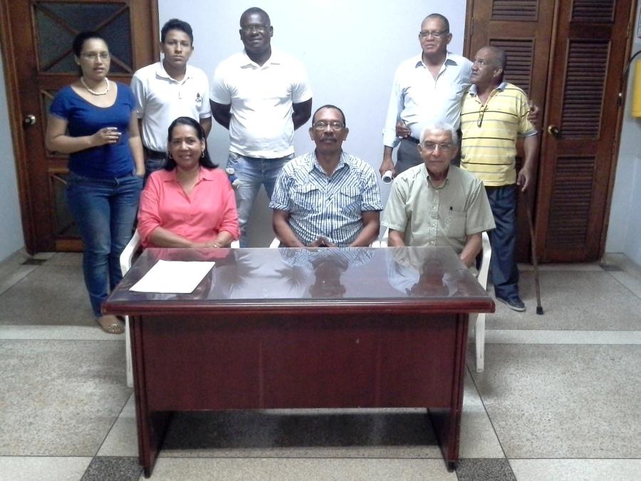 Sentados: Victoria Avendaño, Aníbal Barros y Armando Portela. Foto: Ecojugando.