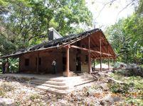 Cabaña con estructura de tananeo. Foto: Reserva Natural Los Tananeos.