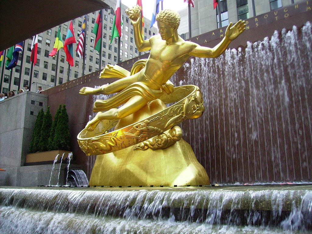 Escultura de Prometeo, por Paul Manship (New York).