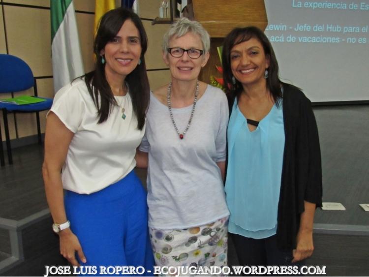 Gelca Gutiérrez (Rectora), Kirsty Lewin y Fabiola Fuentes (Fundación Mingueo). Foto: Jose Luis Ropero - Ecojugando.