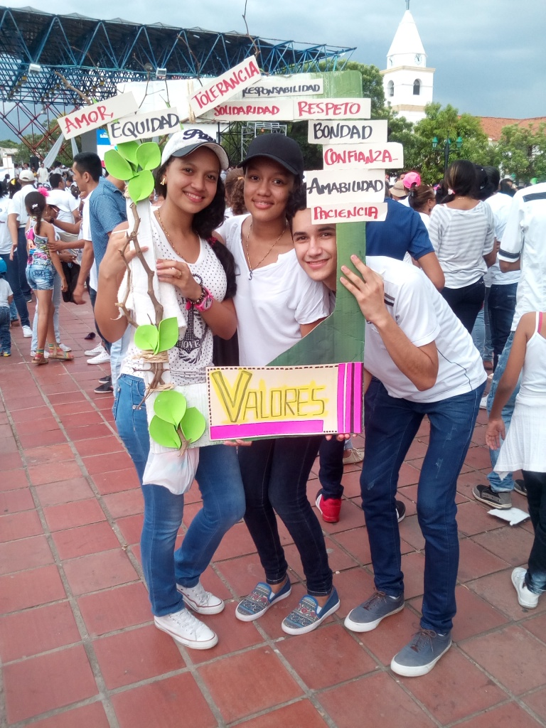 Juventud de Valledupar, llenando de alegría la manifestación. Foto: Jose Luis Ropero.