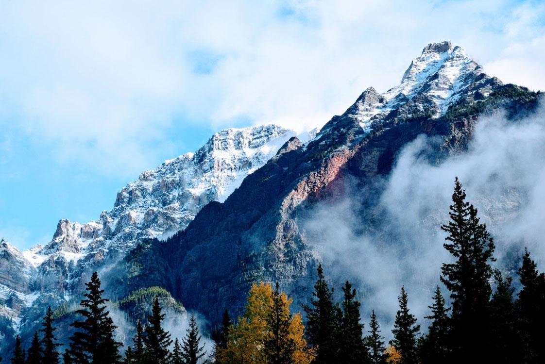 Paisaje montañoso y nieve