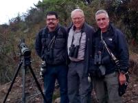 Con dos eminencias del birding, Drs. Hans Jornvall (Suecia) y Daniel Uribe Restrepo (Colombia).