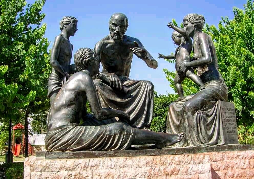 Escultura de Hipocrates en la ciudad de Kos Grecia